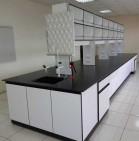 木製中央實驗桌...