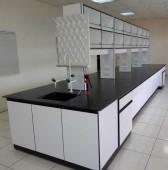 木製中央實驗桌